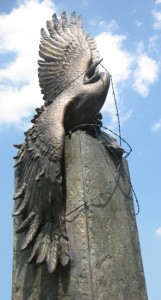 japanese_crane_monument_at_the_-national_japanese_american_memorial-_washington_d-_c-_a_bronze_sculpture_by_-nina_akamu